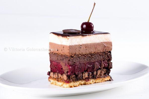 У меня важное событие, у моей любимой мамочки сегодня День рождения! Этот торт я хочу посвятить ей. Он такой же яркий и запоминающийся, он - с характером, он -…