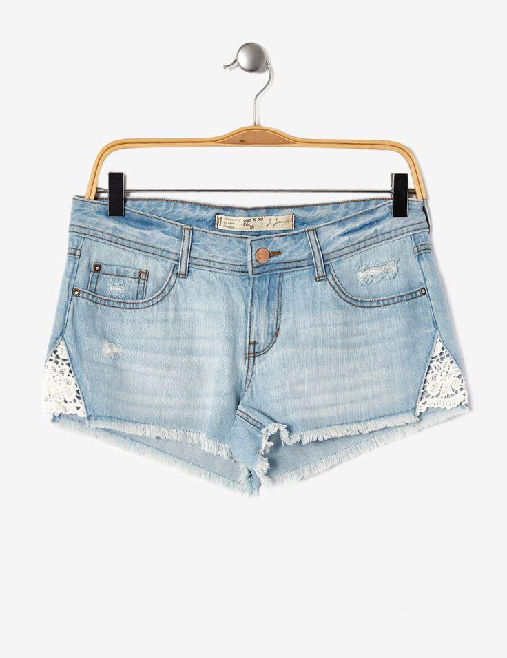 short en jean avec macramé bleu clair - http://www.jennyfer.com/fr-fr/vetements/shorts/short-en-jean-avec-macrame-bleu-clair-10014496016.html