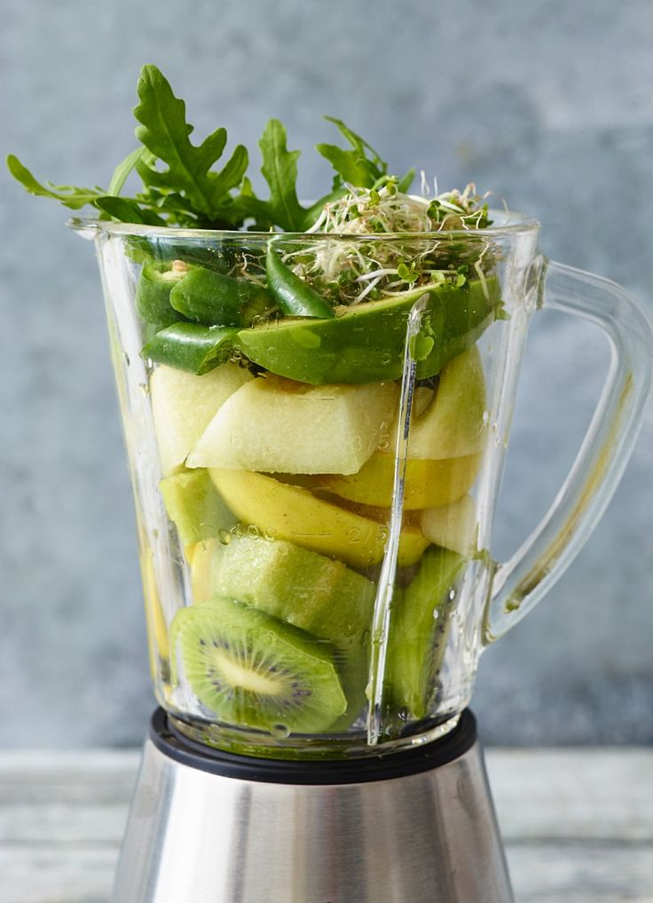 Avocado-Smoothie mit Basilikum - smarter - Zeit: 15 Min. | eatsmarter.de