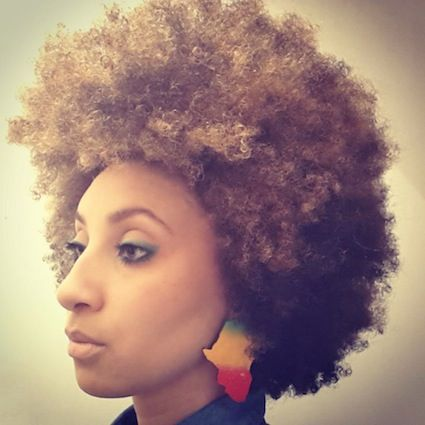 Click the image for Débora's natural hair photos and regimen