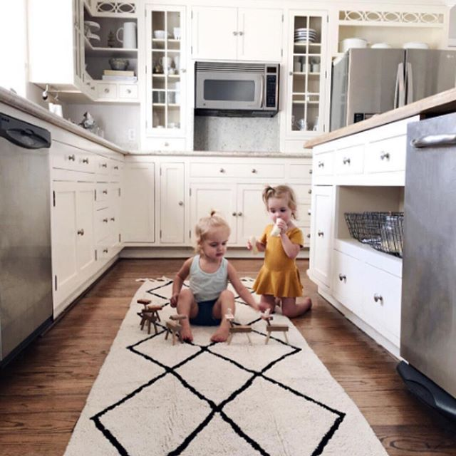 Machine-Washable Rugs #washablerugs #lorenacanals #homecollection #rugs #kidsdecoration Photo by @kcstauffer