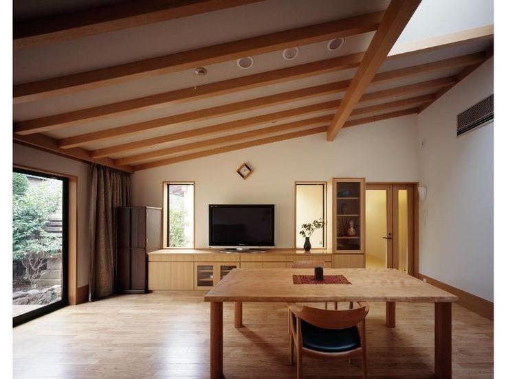 リビング/勾配天井(平屋 和風モダンの家 築60年の一部を残した住宅の建て替え)- リビングダイニング事例