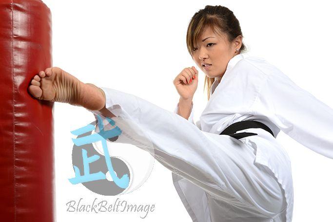 Sexy feet karate woman — pic 5