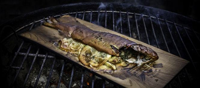 Op Cedar Gerookte Forel Met Venkel recept | Smulweb.nl