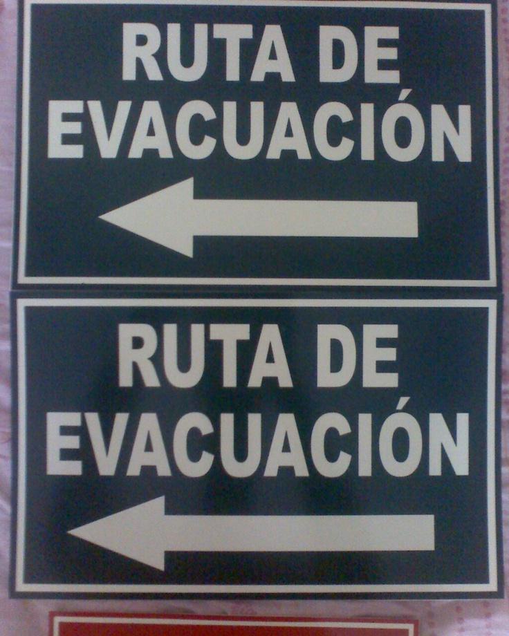 Letreros de Ruta de Evacuación con Fondo FotoLuminicente y letras cortadas en vinyl