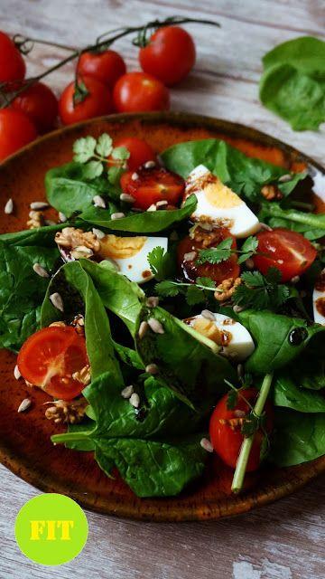Pyry na Gaz: Sałatka ze szpinakiem, jajkiem i pomidorkami