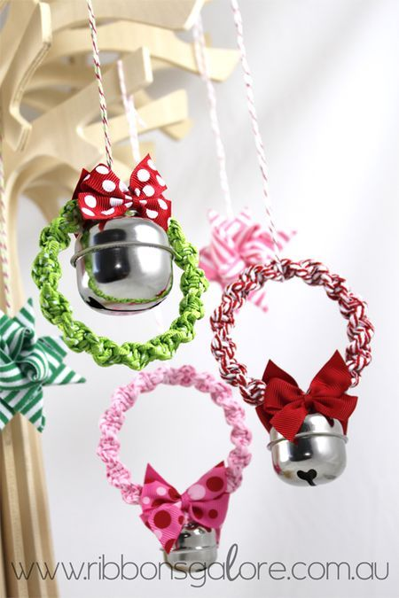 DIY crafts CHRISTMAS MINI WREATH DECORATIONS: