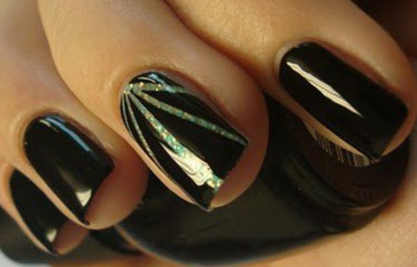 Diseños de uñas con cinta, diseño de uñas con cinta fina.   #uñas #acrylicnails #uñasdemoda