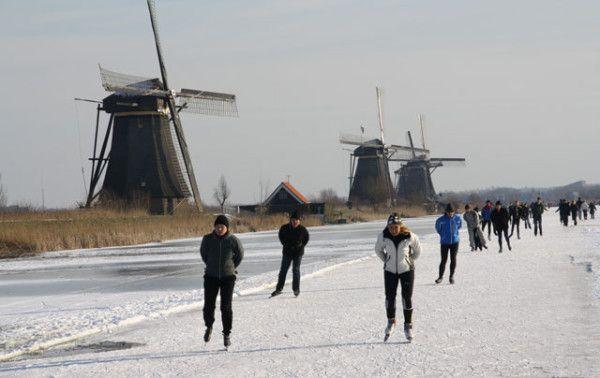 @jan_vdberg Afgelopen zaterdag waren we in Kinderdijk bij de #Molentocht. Is dat Hollandsch of niet? twitpic.com/8k8g7r