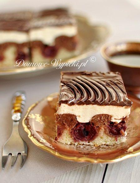 Jedno z klasycznych ciast. Fale Dunaju to dwukolorowe ciasto ucierane z zatopionymi w nim wiśniami, masą budyniową i polewą czekoladową...