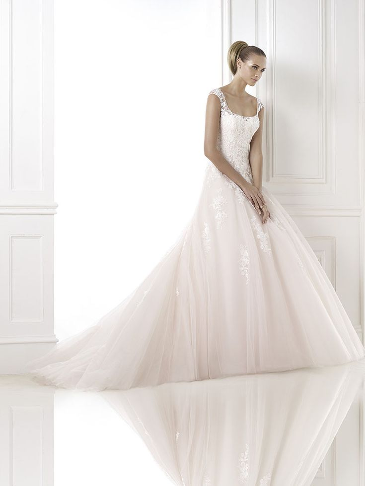 40 best Robes mariées images on Pinterest   Wedding frocks, Bridal ...