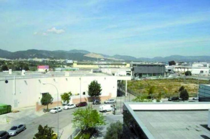 Locales y oficinas en palma de mallorca poligono son for Oficinas palma de mallorca