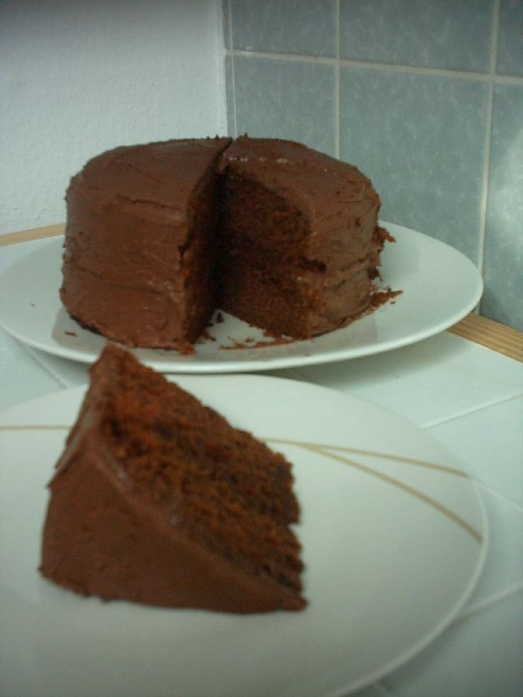Best 25 chocolate fudge cake ideas on pinterest for Simple chocolate fudge cake