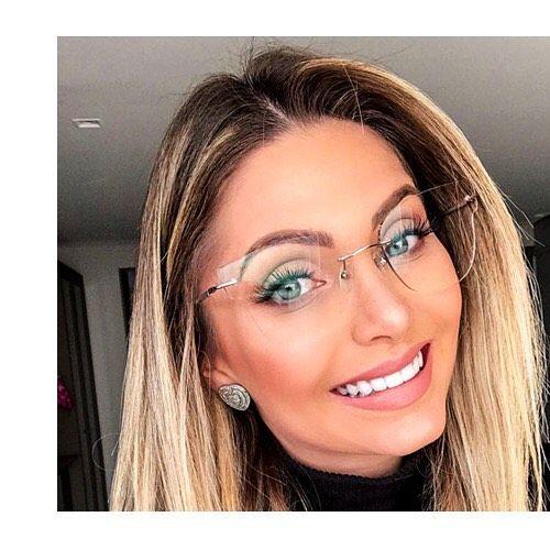 48cab856c Os óculos de grau podem ser estilosos e discretos! Que tal essa opção que  você encontra aqui na Óptica Especialista? @nayradaelli #cascavel…