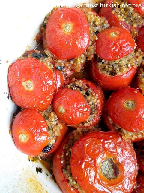 Turkish Vegetarian Stuffed Tomatoes with olive oil (Zeytinyağlı Domates Dolması)
