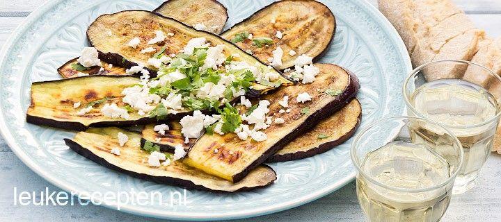 Zomers barbecue recept van gegrilde aubergines met feta en verse koriander