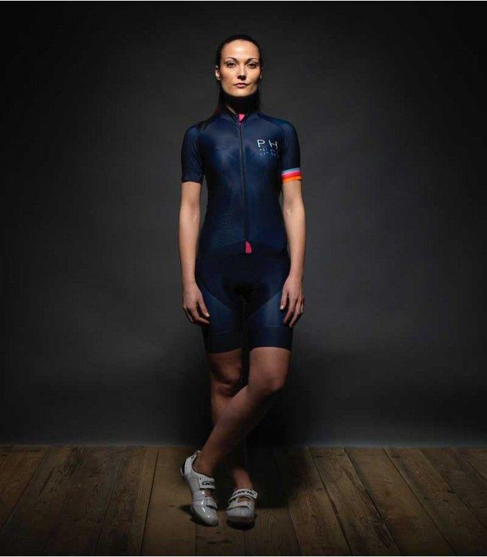 PH uit Padova maakt stijlvolle outfits voor mannen én vrouwen. Mooie kleuren, minimalistische designs en oog voor detail. Strela :: stylish cycling