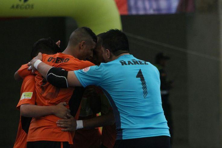 Deportivo Lyon celebra su victoria.