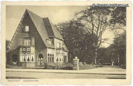 Ingang Park Rusthof aan de Hoofdstraat, Sassenheim (ca, 1940-1950)