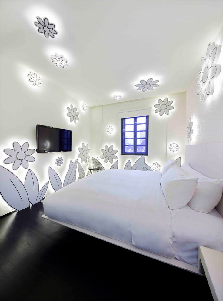 'flowers' room in the wanderlust hotel singapore
