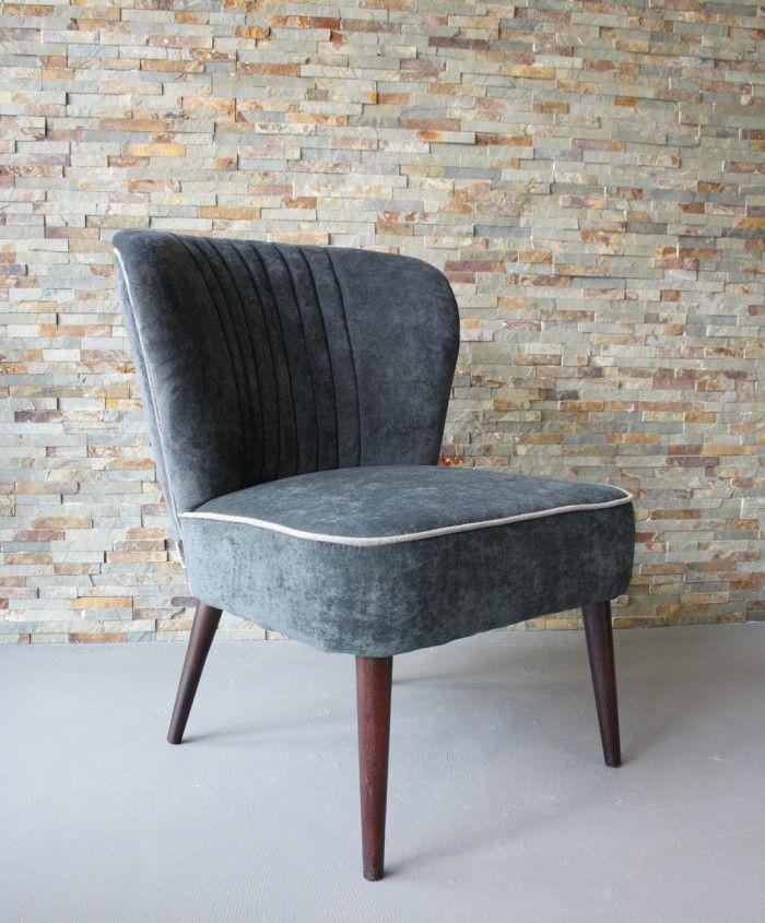 Specificaties van de fauteuil: - Afmetingen: 64x64x82cm (lxbxh) - Zithoogte van 46 cm en een diepte van 50 cm. - Kleuren: Donker grijs, Rood en Beige | Room108