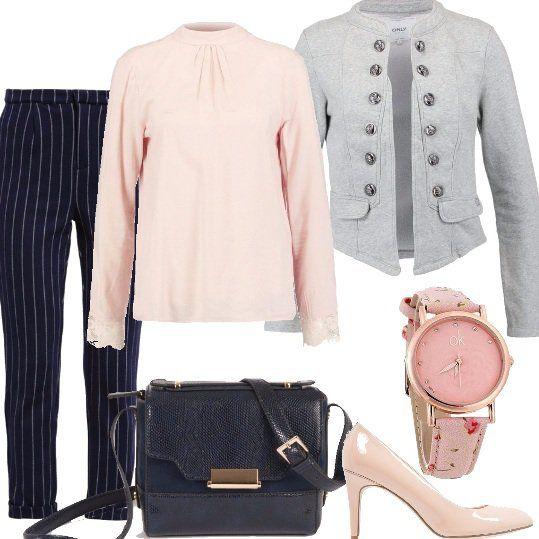 Camicetta+rosa+polvere,+con+dettaglio+ricamato+sulla+schiena+e+sui+polsini,+pantalone+gessato,+tornato+di+gran+moda+in+quest'autunno,+giacca+grigio+chiaro+con+collo+alla+coreana+e+décolleté+nude+in+vernice.+Borsa+effetto+pitonato+e+orologio+da+polso+con+motivo+floreale+sul+cinturino,+accessori+semplici+ma+eleganti.+Outfit+ideale+per+tutti+i+giorni+e+tutta+la+giornata.