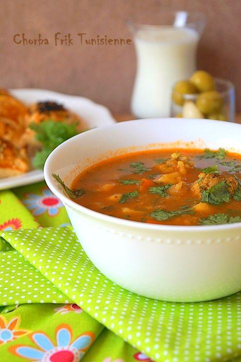 Chorba tunisienne soupe à la semoule d'orge et aux boulettes de Kefta ( viande hachée )