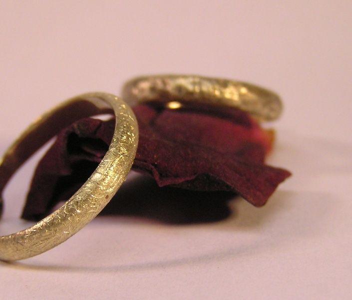 Trauringe - 585er Gold: Romantische Paar- Ringe - ein Designerstück von Kreuzberger-Goldschmiedin bei DaWanda