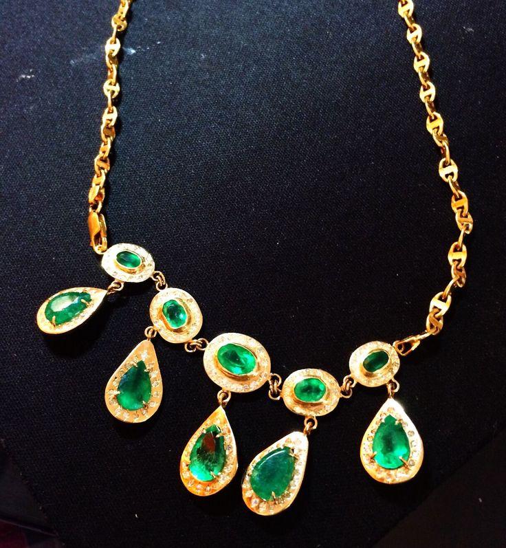Collar en esmeralda y diamantes. 14 kilates esmeralda colombiana 2.5kilates diamante 18 gramos oro 18  Precio 12.000 dólares  interesados USA 213 2734316. 7739029835 RAUL VARGAS ESMERALDAS