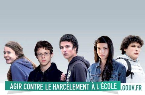 Le harcèlement scolaire est une forme de violence physique ou morale qui a pour particularité d'être ciblée et répétée. http://www.velyjeunes.fr/fr/menu-du-haut/espace-prevention-sante/agir-contre-le-harcelement.html