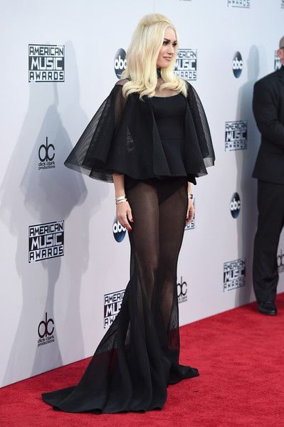 Gwen Stefani Photos Photos - Recording artist Gwen Stefani attends the 2015 American Music Awards at Microsoft Theater on November 22, 2015 in Los Angeles, California. - 2015 American Music Awards - Arrivals