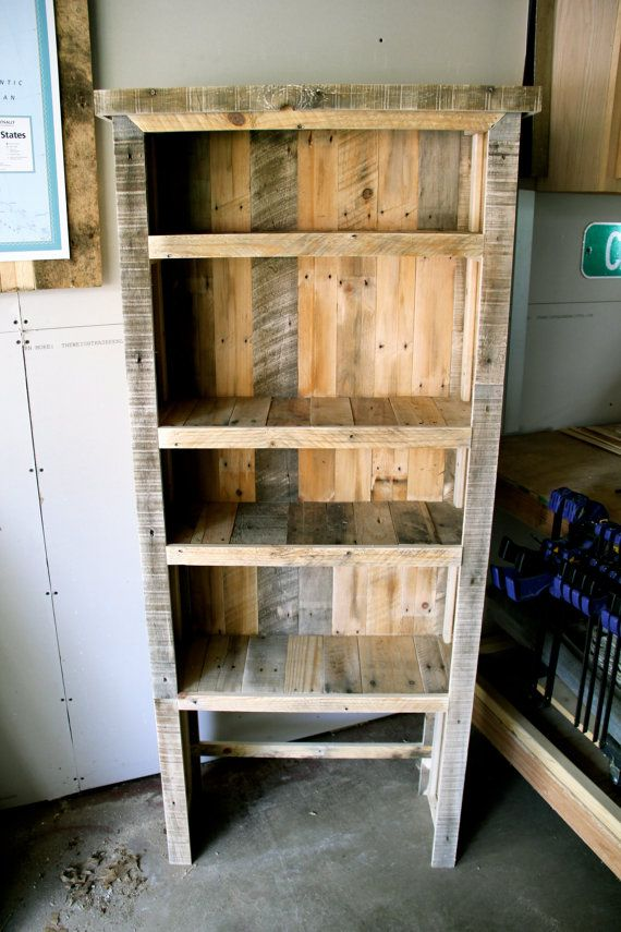 24 best images about pallet bookcases on pinterest for Reclaimed wood bookshelf diy