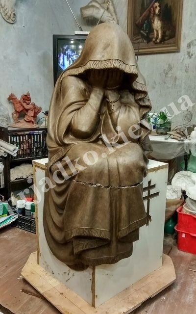 На фото скульптура из полимера для кладбища. Купить скульптуру из полимера можно в магазине Ритуальной скульптуры в Киеве по адресу: ул. Стеценко,18.