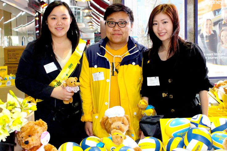 Here's our wonderful #volunteers & #supporters getting behind #daffodilday in #Sydney #Australia #charity #cancercouncilnsw #hope #inspire #fundraising #yellow #happy