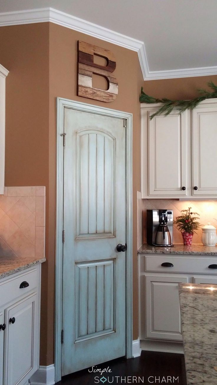 I was in love with my aqua pantry door for a hot minute, until I decided to glaze it. That's when sparks started flying and I knew it was true love!