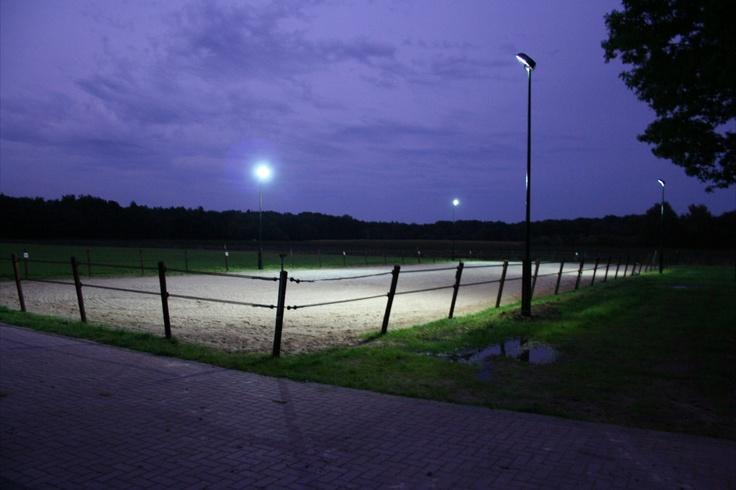 http://www.wjbverlichting.nl/project-verlichting/paardenbak-verlichting/