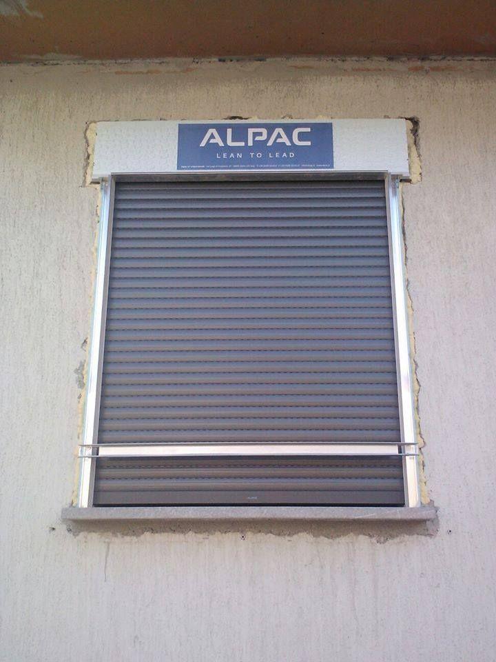 Installazione tapparelle in alluminio motorizzate per ristrutturazione villetta privata. Risparmio energetico.