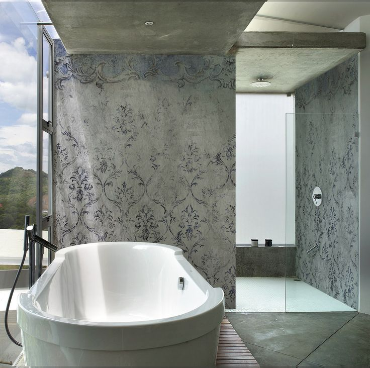 dusche tapete zwei waschbecken und gro er badewanne badezimmer tapete ...
