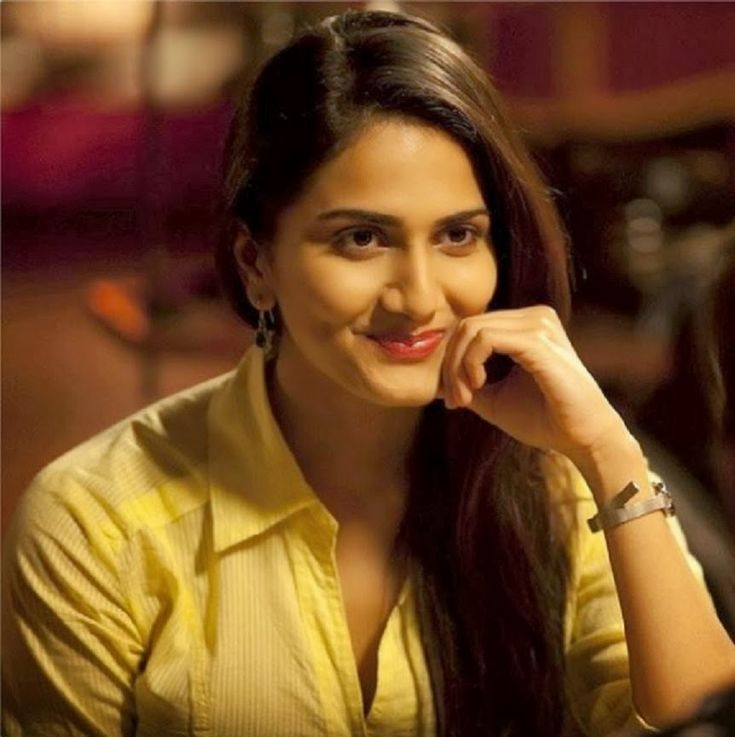 Gorgeous Vaani Kapoor hot wallpaper