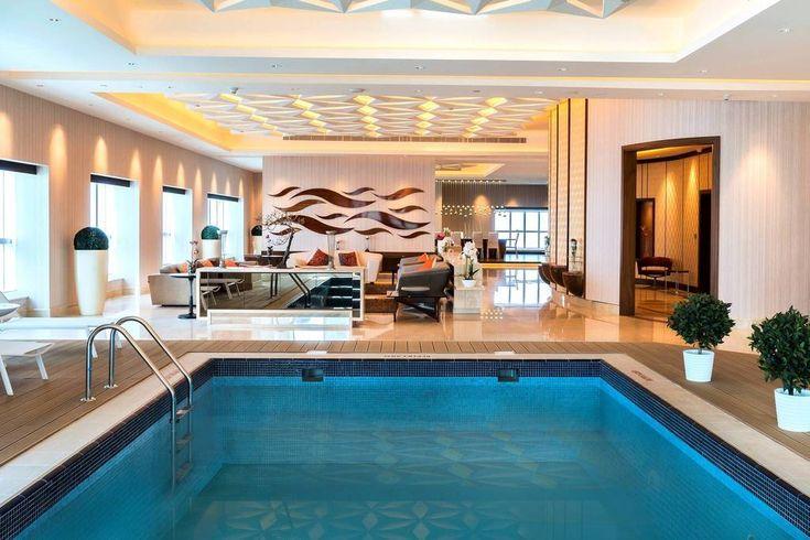 Una piscina privada dentro de casa? Es posible en este #apartamento en #Dubai.