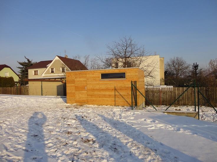 Zahradní domky dodáváme i v zimě. Zde vidíte NATURHOUSE S12 - 5x2,5 m. Je to druhý největší zahradní domek řady NATURHOUSE.