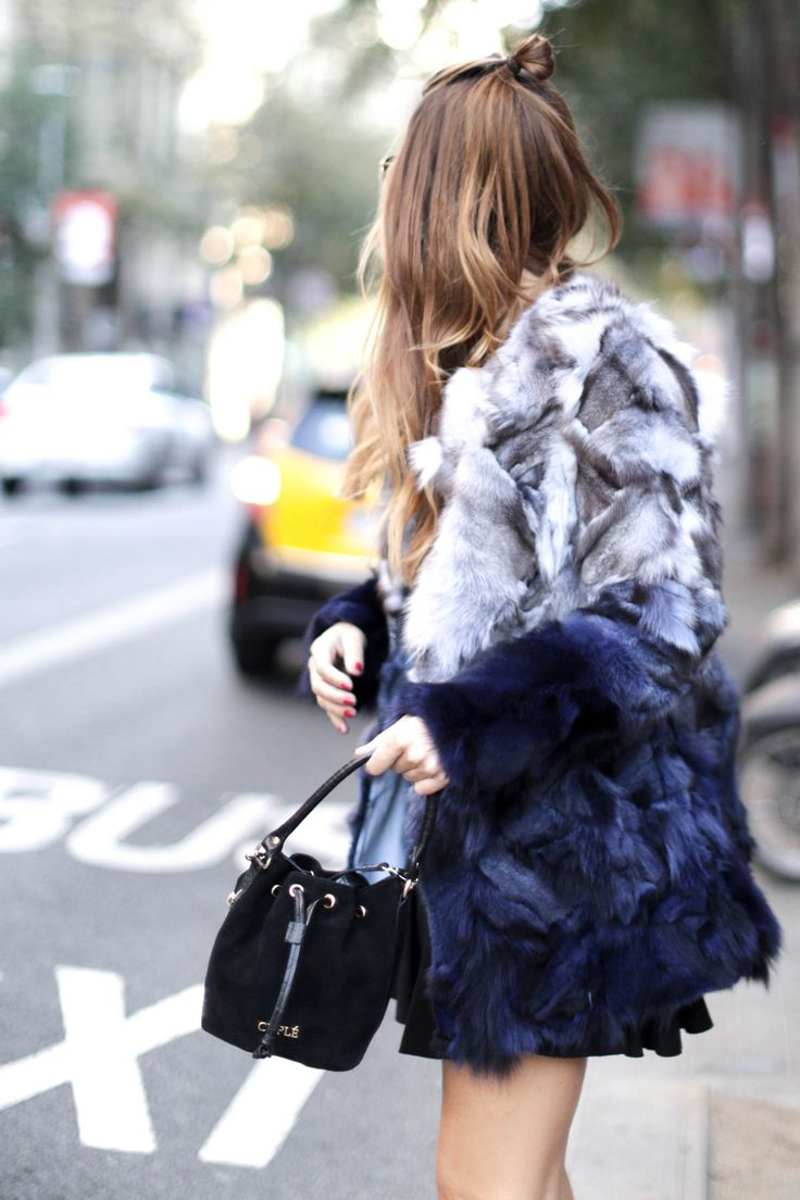 barcelona-fur-cuple-mini-skirt-ankle-boots-streetstyle-look-bartabac-outfit-moda-blogger-17