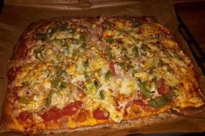 Low Carb Pizza aus Frischkäseteig