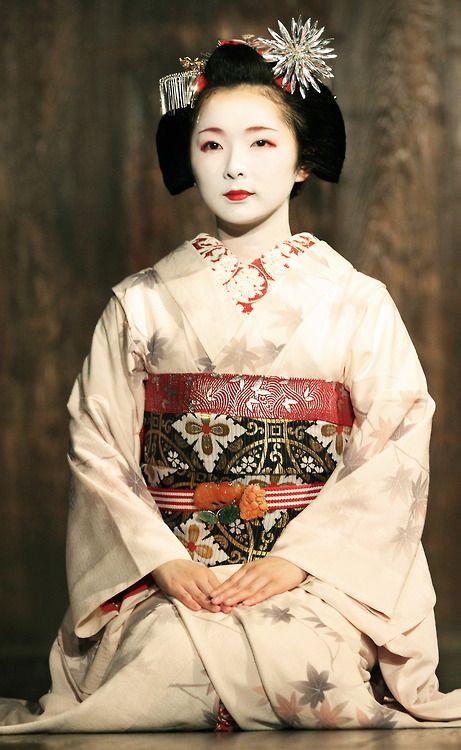 Miyagawa-cho Maiko Toshimana-san by Teruhide Tomori of Flickr