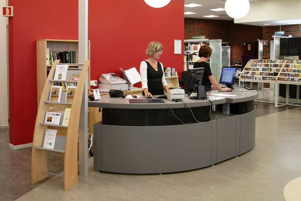 The Concertina Counter System, a unique circulation desk, is height adjustable and has several modular configurations.