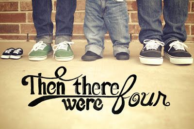 Second pregnancy announcement idea...too cute! Cute if all wearing the same shoes (running shoes, sandals, etc)