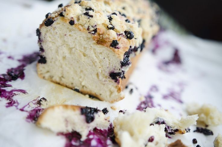 Yeast cake with blueberry and coconut milk