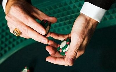 http://www.nodepositcasinoin2013.co.uk/ Find here Online Casinos that offer attractive no deposit casino bonuses for new players!