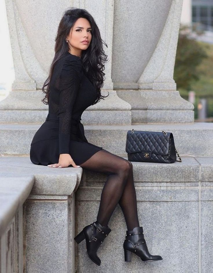 Shadi Y Cair photoshoot poses, woman thighs, legs photo