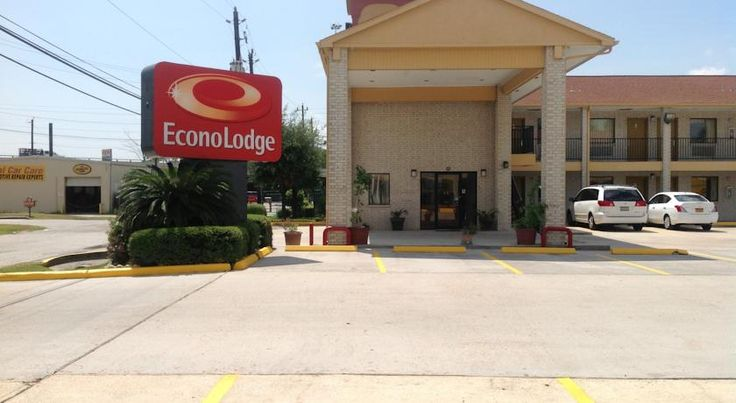 Econo Lodge Houston Brookhollow Houston The Econo Lodge hotel is conveniently located near many Houston attractions, including the Sam Houston Racetrack, the George R. Brown Convention Center, Six Flags SplashTown water park, the Downtown Aquarium and the University of Houston.